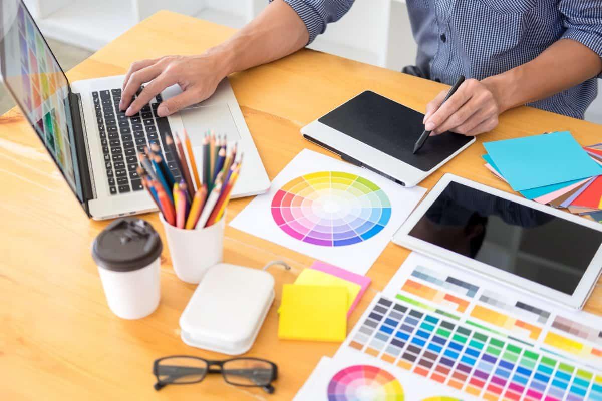 dobór kolorów przez grafika